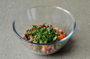 Салат с фасолью и кинзой - фото шаг 5
