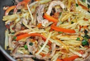 Салат со свининой и перцем - фото шаг 5