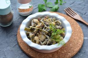 Салат с морской капустой и грибами - фото шаг 9