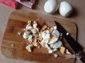 Крабовый салат с рисом - фото шаг 3