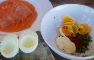 Фаршированные яйца с лососем и спаржей - фото шаг 2