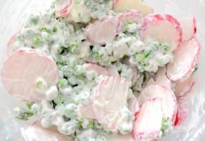 Салат с редисом и зеленым горошком - фото шаг 3