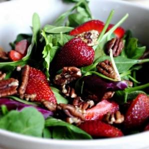 Клубничный салат со шпинатом - фото шаг 8