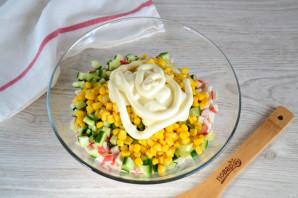 Крабовый салат с колбасой - фото шаг 7