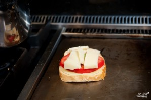 Горячий бутерброд на сковороде - фото шаг 4