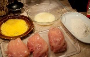 Куриная грудка с сыром в сухарях - фото шаг 3