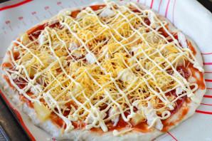 Гавайская пицца с ананасами и курицей - фото шаг 13