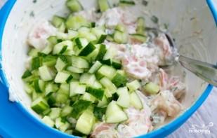 Салат с креветками и огурцами - фото шаг 5