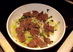 Теплый салат с говядиной - фото шаг 7