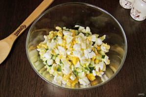 Салат из рыбных консервов с огурцом - фото шаг 4
