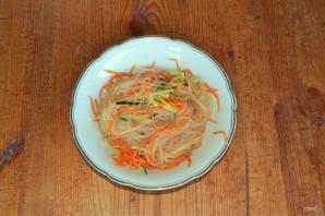 Фунчоза с огурцом и морковью - фото шаг 7