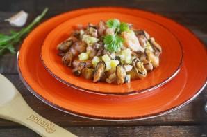 Теплый салат с морепродуктами - фото шаг 5