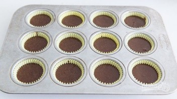 Шоколадные капкейки с кремом - фото шаг 5