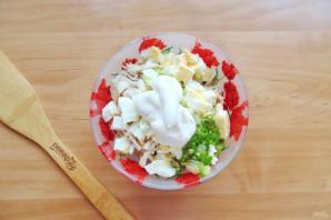 Салат с курицей и маринованными огурцами - фото шаг 6