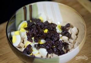 Рецепт салата из курицы с черносливом - фото шаг 4
