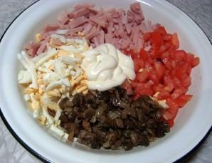 Салат с колбасой и грибами - фото шаг 3