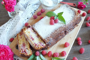 Творожный кекс с малиной