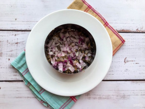 Салат со свеклой и шпротами - фото шаг 3