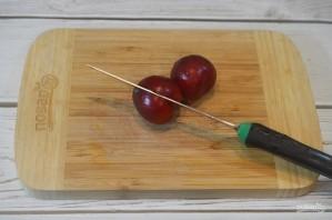Краснокочанная капуста, консервированная со сливами - фото шаг 1