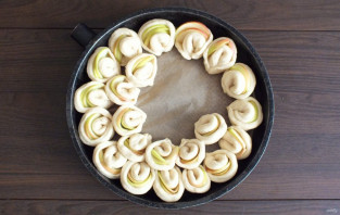 "Пирог ""Хризантема"" с яблоками - фото шаг 12"