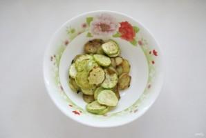 Салат с кабачками и баклажанами - фото шаг 8