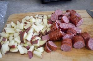 Жареная картошка с охотничьими колбасками - фото шаг 1