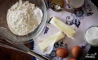 Бисквитный торт со взбитыми сливками - фото шаг 1