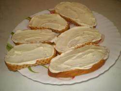 Бутерброды с консервированной рыбой - фото шаг 4