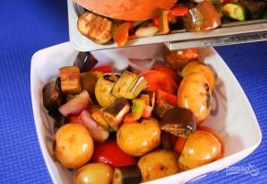 Салат из запеченных овощей с молодым картофелем - фото шаг 5
