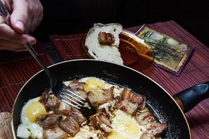 Сало с яйцами - фото шаг 4