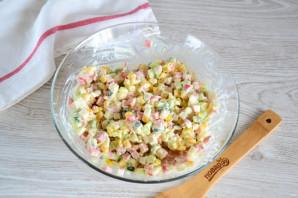 Крабовый салат с колбасой - фото шаг 8