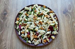 Салат с сыром с плесенью и грушей - фото шаг 6