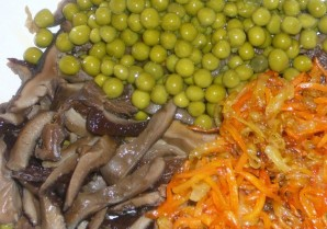 Салат из сушеных грибов - фото шаг 2