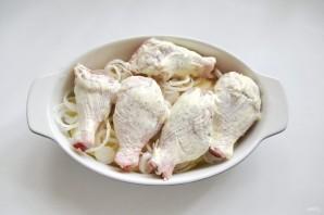 Куриные голени с картофелем и луком в духовке - фото шаг 5