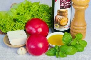 Зеленый салат с помидором и овечьей брынзой - фото шаг 1