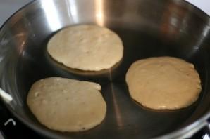Пышные оладушки на молоке - фото шаг 5