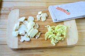 Колбаски по-итальянски с перцем и луком - фото шаг 2