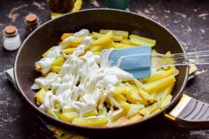 Жареная картошка со сметаной - фото шаг 5