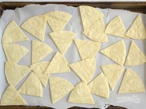 Чипсы из тортильи в духовке - фото шаг 3