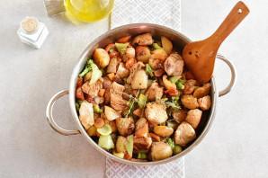Индейка с овощами на сковороде - фото шаг 6