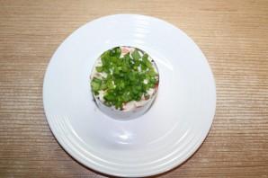Новый салат с крабовыми палочками - фото шаг 10