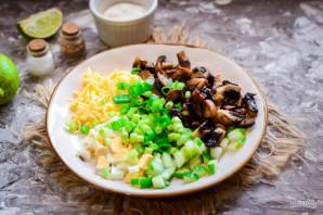 Грибной салат с сыром - фото шаг 6