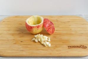 Яблоки, фаршированные карамелизированной сливой - фото шаг 2