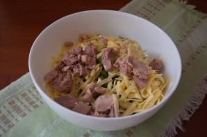Салат с печенью трески и яйцом - фото шаг 5
