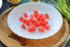Салат с грейпфрутом и крабовыми палочками - фото шаг 2