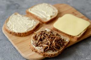 Сэндвич с грибами и сыром - фото шаг 4