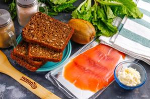 Бутерброды с красной рыбой и киви - фото шаг 1
