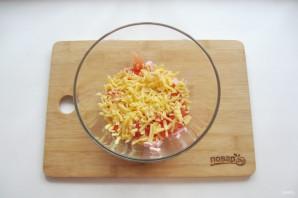 Салат с лапшой и колбасой - фото шаг 4