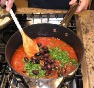 Спагетти с оливками и помидорами - фото шаг 4