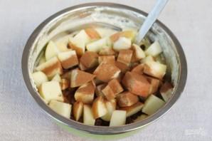 Творожная запеканка с изюмом, яблоками и корицей - фото шаг 6